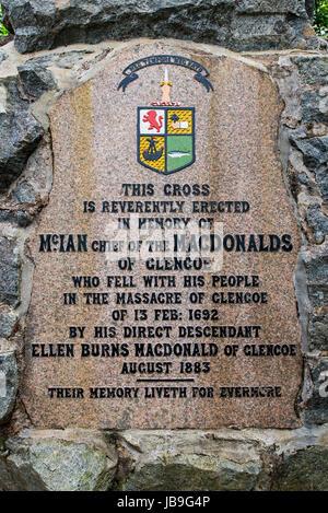 Monumento en conmemoración de la masacre del clan MacDonald de Glencoe en 1692, Glen Coe, Lochaber, Scottish Highlands, Scotland, Reino Unido