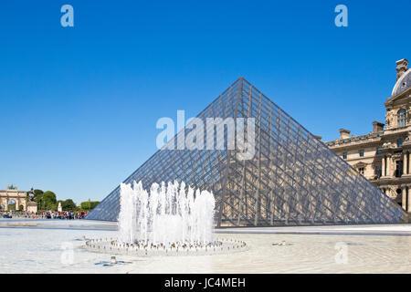 Pyramide du Louvre, Paris, Francia