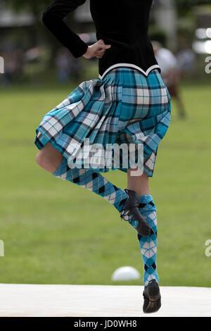Oldmeldrum, Escocia, Reino Unido. 17 de junio de 2017. Un Highland Dancer realizar durante los Highland Games en Oldmeldrum en Aberdeenshire, Escocia. Crédito: AC Images/Alamy Live News
