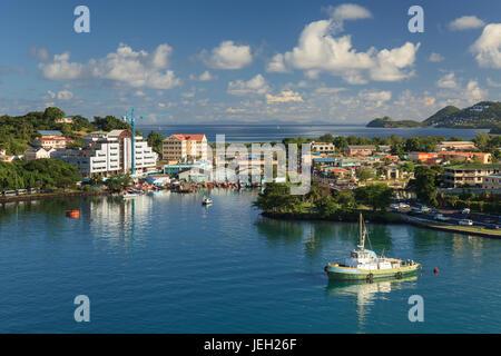 Castries waterfront. Castries es la capital de la isla de Santa Lucía, una de las Islas de Barlovento en las Indias Occidentales.