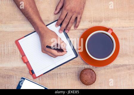 Hombre escrito en los blogs