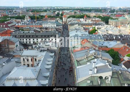Vista de la calle Floriańska desde la parte superior de la Basílica de Santa María, la plaza principal (Rynek Główny), el casco antiguo de Cracovia, de Polonia, de Europa Central y Oriental, junio de 2017 Foto de stock