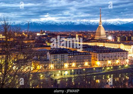 Turín, Piamonte, Italia, el paisaje urbano desde el Monte dei Cappuccini