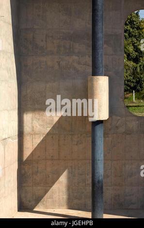 Detalle estructural. La mano abierta Monumento, Chandigargh, India. Arquitecto: Le Corbusier , 1961. Foto de stock