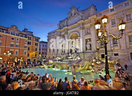 Noche en la Fontana di Trevi, Roma, Italia