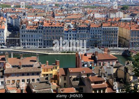 Vista panorámica desde el mirador de la catedral de Notre Dame de Fourviere hill. Francia. Foto de stock