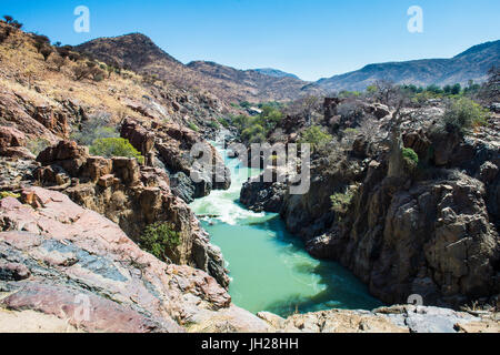 Epupa Falls en el río Kunene, en la frontera entre Angola y Namibia, Namibia, África