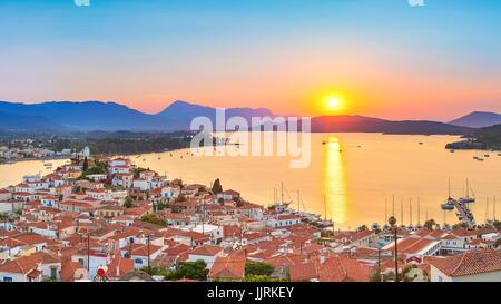 Puesta de sol en Grecia, Poros Foto de stock