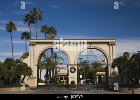 Ee.Uu., California, Los Ángeles, Hollywood, puerta de entrada a los estudios Paramount en Melrose Avenue Foto de stock
