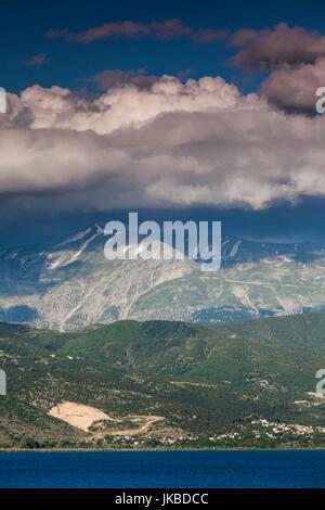 Grecia, Epiro, Región, Ioannina, tarde luz sobre el lago Pamvotis