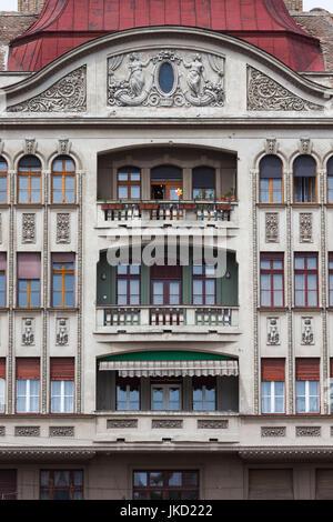 Rumania, la Región de Banat, Timisoara, Piata Victoriei Square, edificios, daytime.