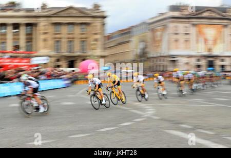 Chris Froome del equipo Sky durante la etapa 21 del Tour de Francia en París, Francia. PRENSA FOTO DE ASOCIACIÓN. Fecha de la foto: Domingo 23 de julio de 2017. Vea el recorrido EN BICICLETA por la historia de PA. El crédito de la foto debe ser: Adam Davy/PA Wire.