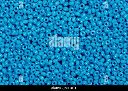 Multicolores abalorios de semillas de cristal azul de fondo.