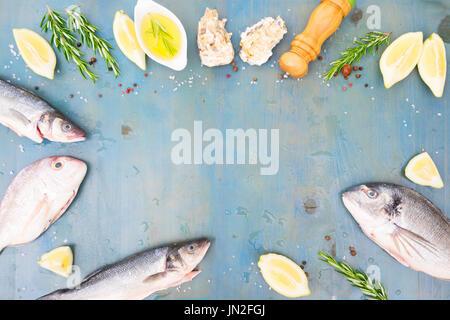 Preparar el pescado fresco del mar