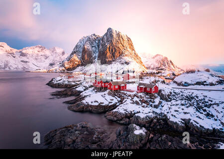 Hamnoy, islas Lofoten, Noruega. invierno ver al amanecer.