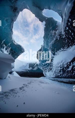 Cueva de hielo en el sureste de Islandia