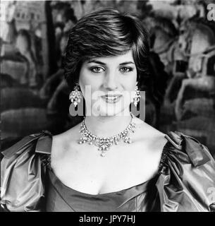 El 31 de agosto de 2017 se cumplen 20 años desde la muerte de la princesa Diana. La Princesa Diana de Gales murió de heridas graves en las primeras horas del 31 de agosto de 1997, tras un accidente de automóvil en París. Foto: Julio 29, 1981 - Londres, Inglaterra, Reino Unido - S.A.R. el Príncipe Carlos y Lady Diana Spencer el día después del día de su boda, la Princesa Diana en la Catedral de San Pablo. Crédito: Imágenes KEYSTONE USA/ZUMAPRESS.com/Alamy Live News