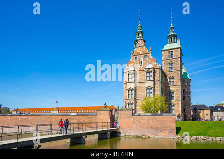 Copenhague, Dinamarca - 1 de mayo de 2017: El castillo de Rosenborg o Rosenborg Slot en Copenhague, Dinamarca.
