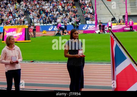 6 de agosto de 2017, London Stadium, en East London, Inglaterra; Campeonatos Mundiales de la IAAF, Jennifer Oeser de Alemania y Jessica Ennis de Gran Bretaña