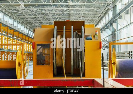 La fabricación de losas de hormigón. hormigón producción f