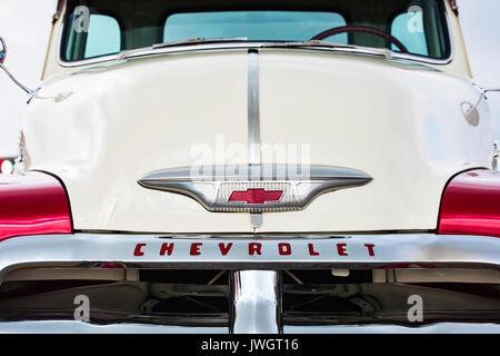 1954 Chevrolet 3100 pick up truck en un american car show. Essex. UK