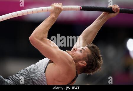 Londres, Reino Unido. 12 Aug, 2017. Atleta alemán Rico Freimuth compite en el hombre de salto con pértiga decathlon evento en el Campeonato Mundial de la IAAF en Londres, Reino Unido, 12 de agosto de 2017. Foto: Rainer Jensen/dpa/Alamy Live News Foto de stock
