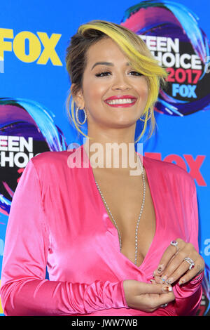 Los Angeles, California, EEUU. 13 Aug, 2017. RITA ORA durante las llegadas en los Teen Choice Awards. Crédito: Kay Blake/Zuma alambre/Alamy Live News