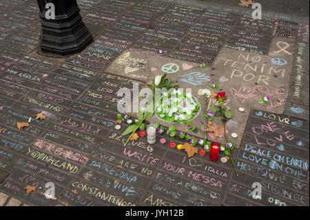 Barcelona, Cataluña, España. 19 Aug, 2017. Homenajes a las víctimas de ataque de Barcelona. Crédito: Charlie Pérez/Alamy Live News Foto de stock