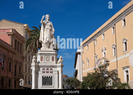Estatua de Leonor de Arborea, la plaza Eleonora d'Arborea, Oristano, Cerdeña, Italia,