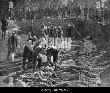 El genocidio armenio. Una zanja cavada por los cuerpos de las víctimas de la masacre de los armenios cristianos en Erzeroum (Erzerum) por las tropas turcas. Las masacres fueron el resultado de un intento por el Sultán Abdul Hamid II para reforzar la integridad territorial de los aguerridos Otomanos y re-afirmar Pan-Islamism como ideología del Estado. La masacre de Erzerum comenzó cuando el sacerdote de Tevik fue baleado por soldados turcos cuando él y otros armenios fueron en The Serai (el jefe de gobierno edificio en Erzerum) tratando de obtener una audiencia con el Vali. 1895