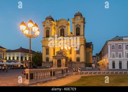 La Catedral de San Jorge (La Cúpula), Union Square, Timisoara, en Rumania