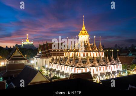 Wat Ratchanatdaram templo y Castillo de metal en Bangkok, Tailandia Foto de stock