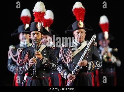 Moscú, Rusia. 25 Aug, 2017. La banda de carabineros de Italia realice en el ensayo general de la ceremonia de inauguración Foto de stock