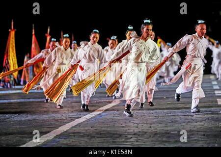 Moscú, Rusia. 25 Aug, 2017. Los monjes de Wudangshan taoísta, en China, en el ensayo general de la ceremonia de Foto de stock