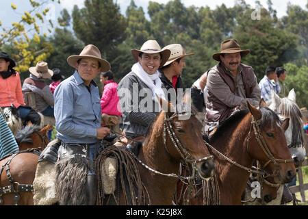 El 10 de junio de 2017, Ecuador: Toacazo vaqueros locales llamados 'chagra' tener un chat a caballo