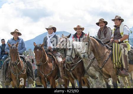 El 10 de junio de 2017, Ecuador Toacazo: cowboys desde el área de los Andes reunir antes del rodeo comienza
