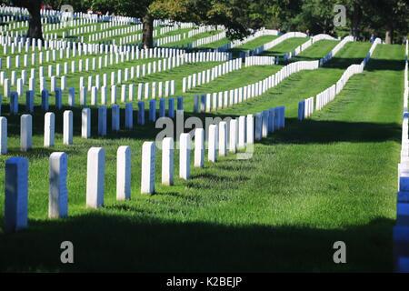 El Cementerio Nacional de Arlington, el cementerio militar de Estados Unidos en el Condado de Arlington, Virginia Foto de stock