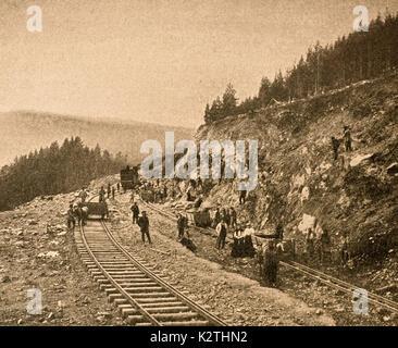 Rusia a principios de los '900 Construcción cerca Chichhka Transiberiano con acantilados apicco Foto de stock