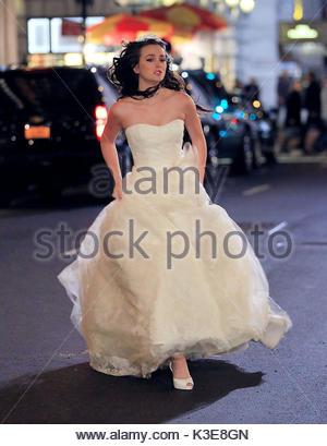 Leighton Meester. Leighton Meester viste un hermoso vestido de bodas ...