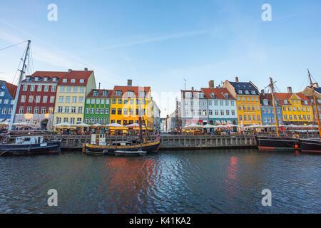 La antigua casa de Nyhavn en Copenhague, Dinamarca.