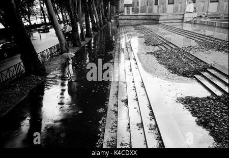 PARIS street photography - AVENIDA DE NUEVA YORK PARÍS - MUSEE D'Art Moderne de Paris - LA FOTOGRAFÍA EN BLANCO Y NEGRO - PLATA FILM © Frédéric BEAUMONT
