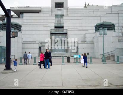 Una cascada fuera del templo Mormón en el centro de Salt Lake City.