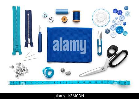 Vista aérea de herramientas y accesorios de costura