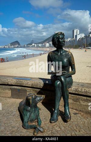 Estatua de la escritora brasileña Clarice Lispector, la playa do Leme, Copacabana, Rio de Janeiro, Brasil, América del Sur