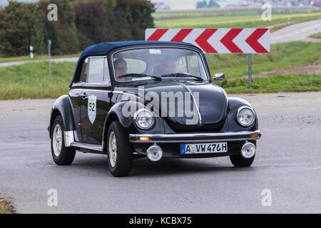 Augsburgo, Alemania - 1 de octubre de 2017: Volkswagen Beetle de 1303 tipo 1 ls oldtimer coche en el fuggerstadt classic 2017 oldtimer rallye en octubre 1, 2017