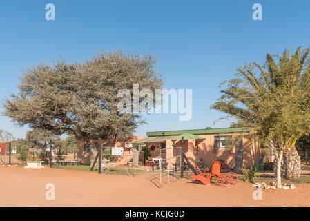 Koes - Julio 5, 2017: la convergencia moer coffee shop en casa en koes, un pequeño pueblo en la región karas en Namibia