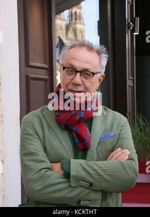 En Magdeburgo, Alemania - 15 de septiembre de 2017: el director del festival de cine de la Berlinale, Dieter Kosslick, en Magdeburg. critica a Harvey Weinstein.