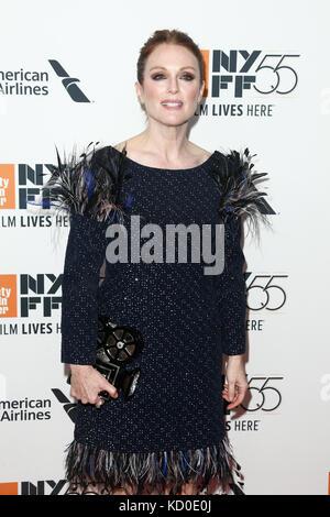 Nueva York-oct 07: la actriz Julianne Moore asiste al 'wonderstruck' Estreno en el 55º Festival de Cine de Nueva Foto de stock