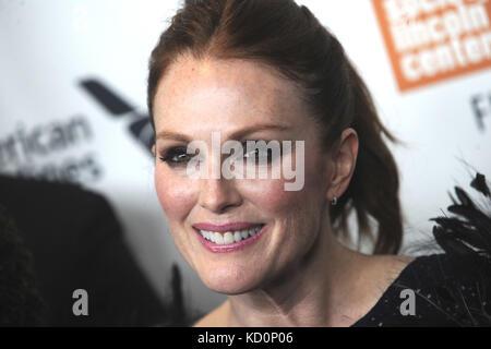 Julianne Moore asiste al 'wonderstruck' estreno durante el 55º Festival de Cine de Nueva York en alice tully hall, Foto de stock
