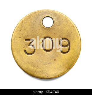 El número de etiqueta de latón aislado sobre un fondo blanco. Foto de stock